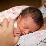 trẻ sinh non thiếu tháng