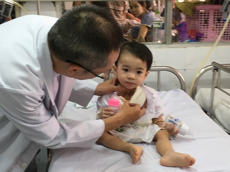 Trẻ có thể biếng ăn do đang bệnh, đang điều trị kháng sinh