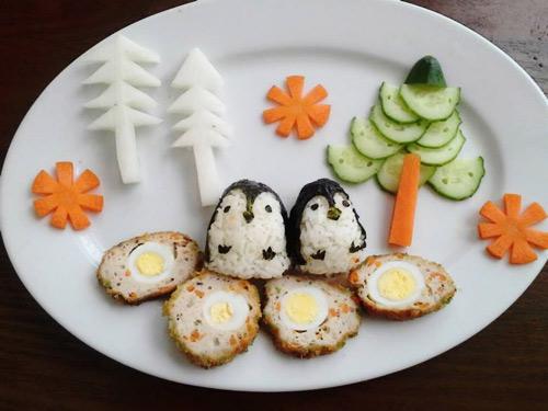 Trang trí đồ ăn cho bé sinh động, tạo cảm giác vui vẻ khi ăn