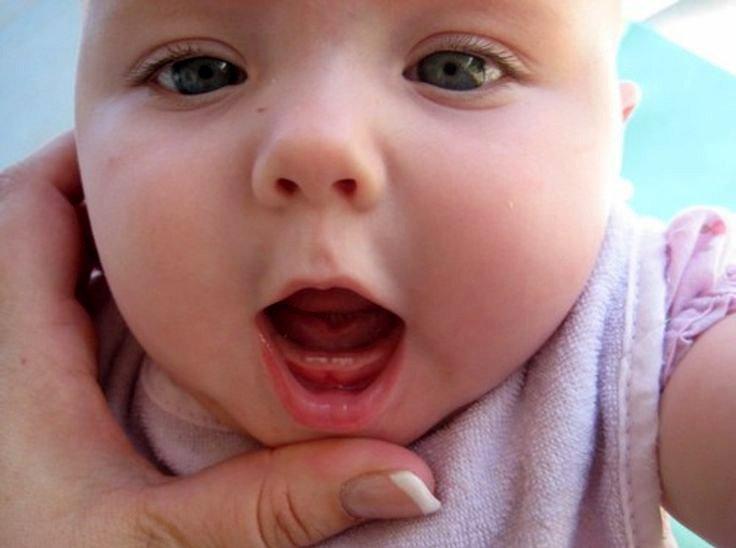 trẻ mọc răng biếng ăn phải làm sao