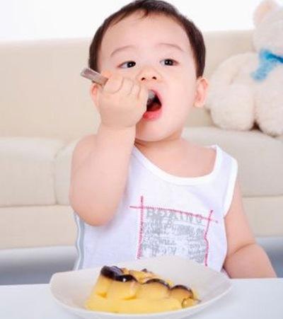 Bé 1 tuổi uống sữa gì tăng cân tốt và không lo táo bón