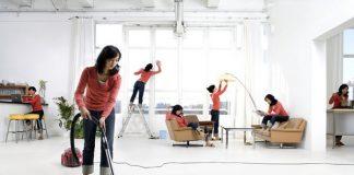 Phụ nữ sau sinh nên đi làm hay ở nhà trông con