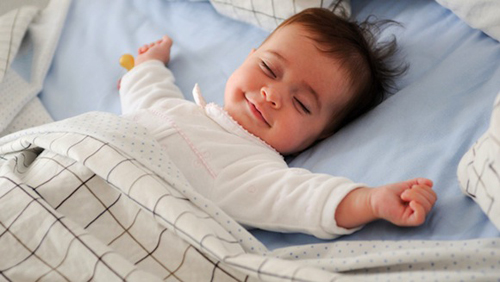 Làm gì để bé ngủ sâu giấc và không vặn mình?