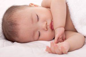 Làm gì để bé ngủ sâu giấc và không vặn mình?1