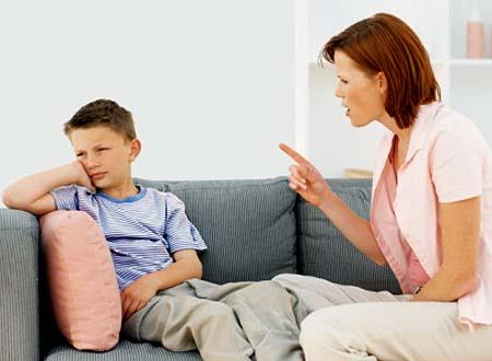 Làm thế nào để bé không ngắt lời người lớn khi đang nói chuyện?