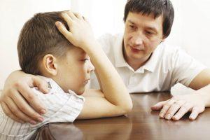 Làm thế nào để bé không ngắt lời người lớn khi đang nói chuyện?2