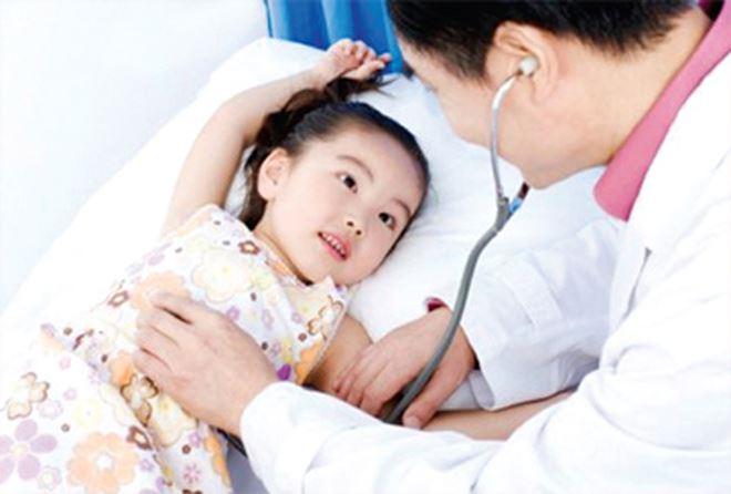 Mẹ nên cho trẻ đi khám bác sĩ nếu trẻ ho về đêm kéo dài
