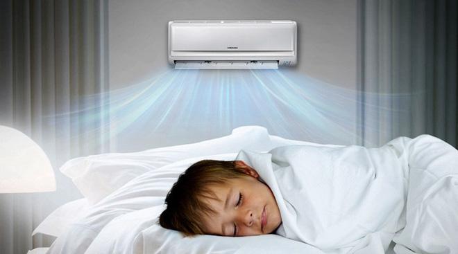 Không để điều hòa thốc thẳng vào khu vực bé ngủ