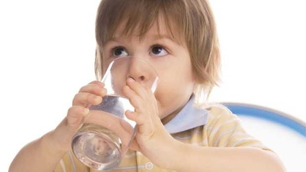 bổ sung cho bé thật nhiều nước