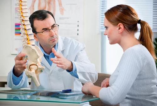 Kết quả hình ảnh cho phụ nữ trung niên bị mắc bệnh loãng xương