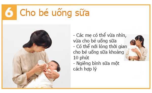 Cuối cùng, mẹ cho bé dùng sữa