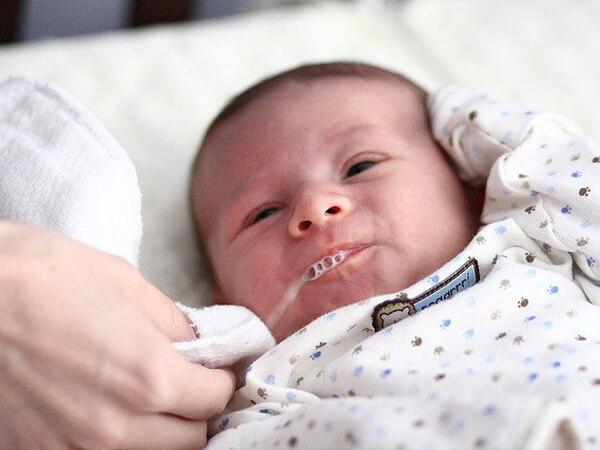 Sữa France lait ar dành cho trẻ sơ sinh hay bị nôn trớ