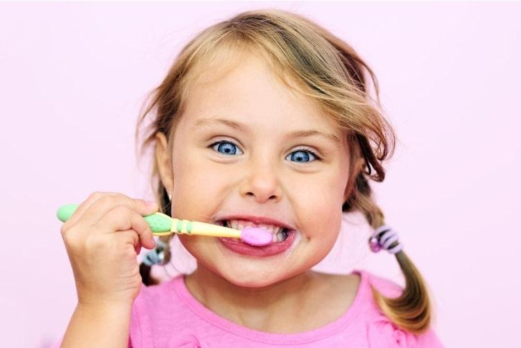 Vệ sinh răng miệng cho bé hằng ngày